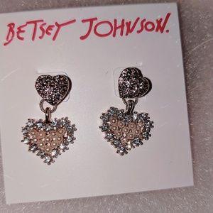 BETSEY JOHNSON PEARL EARRINGS
